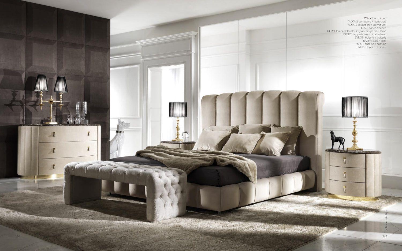 На фото спальня в стиле арт деко